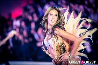 alessandra ambrosio in Victoria's Secret Fashion Show 2013
