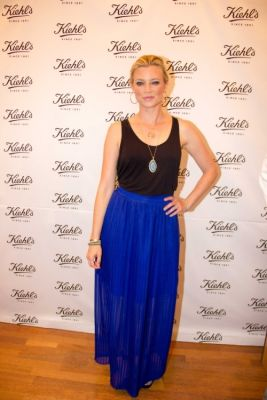 amy smart in Kiehl's Earth Day Partnership With Zachary Quinto and Alanis Morissette