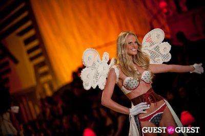 anne vyalitsina in Victoria's Secret Fashion Show 2010
