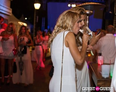 emrah taylan in Walk With Sally's 7th Annual White Light White Night