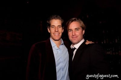 cameron winklevoss in Guestofaguest Holiday Party 2009