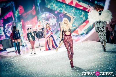 devon windsor in Victoria's Secret Fashion Show 2013