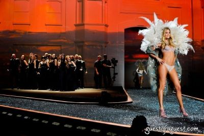 doutzen kroes in Victorias Secret Fashion Show