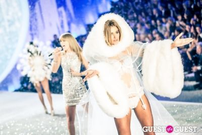 doutzen kroes in Victoria's Secret Fashion Show 2013