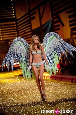 edita vilkeviciute in Victoria's Secret Fashion Show 2010