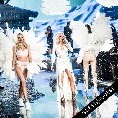 ellie goulding in Victoria's Secret Fashion Show 2015