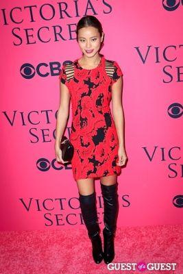 jamie chung in 2013 Victoria's Secret Fashion Pink Carpet Arrivals