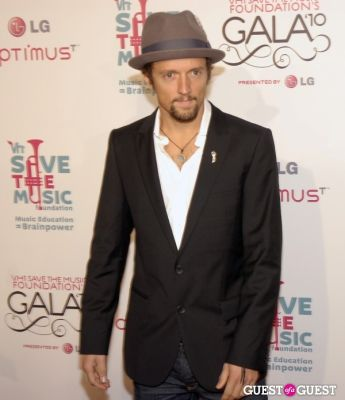 jason mraz in VH1 SAVE THE MUSIC FOUNDATION 2010 GALA