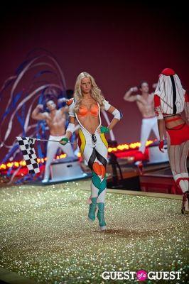 karolina kurkova in Victoria's Secret Fashion Show 2010