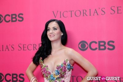 katy perry in 2010 Victoria's Secret Fashion Show Pink Carpet Arrivals