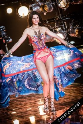 kendall jenner in Victoria's Secret Fashion Show 2015