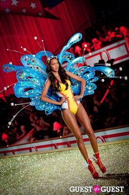lais ribeiro in Victoria's Secret Fashion Show 2010