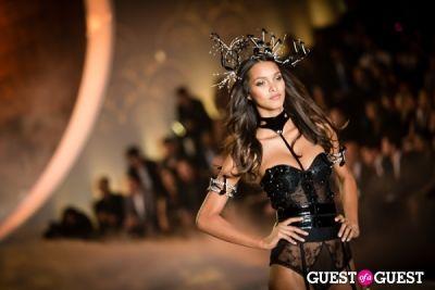 lais ribeiro in Victoria's Secret Fashion Show 2013