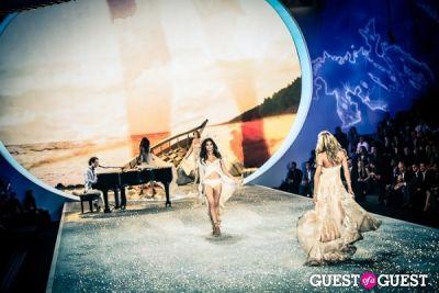 lily aldridge in Victoria's Secret Fashion Show 2013