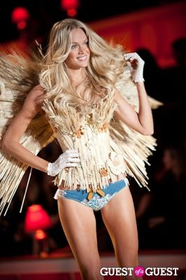 lindsay ellingson in Victoria's Secret Fashion Show 2010