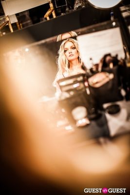 lindsay ellingson in Victoria's Secret Fashion Show 2012 - Backstage