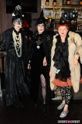 lynn yaeger in Patricia Field Aristo Halloween Party!