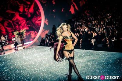 magdalena frackowiak in Victoria's Secret Fashion Show 2013