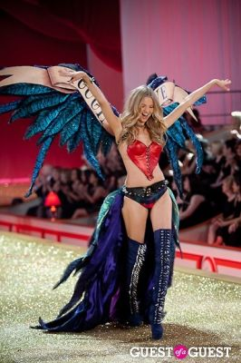magdalena frakowiak in Victoria's Secret Fashion Show 2010