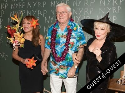 phil donahue in Bette Midler Presents New York Restoration Projects 19th Annual Halloween Gala: Fellini Hulaweeni