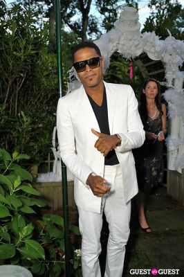 maxwell in 11th Annual Art for Life Garden Party