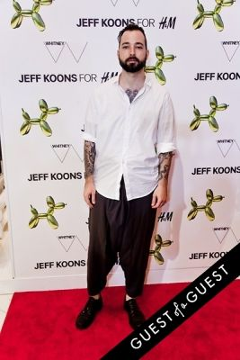 mike nouveau in Jeff Koons for H&M Launch Party