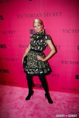 paris hilton in 2010 Victoria's Secret Fashion Show Pink Carpet Arrivals