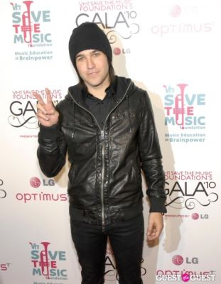 pete wentz in VH1 SAVE THE MUSIC FOUNDATION 2010 GALA