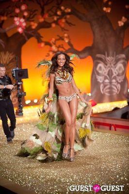 selita ebanks in Victoria's Secret Fashion Show 2010