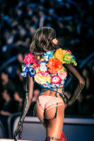 Victoria's Secret Fashion Show Paris 2016: Full Runway and Performances #42