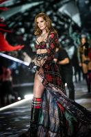 2018 Victoria's Secret Fashion Show #6