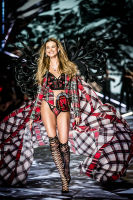2018 Victoria's Secret Fashion Show #27