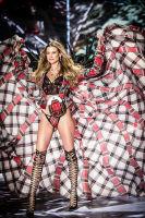 2018 Victoria's Secret Fashion Show #28
