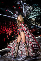 2018 Victoria's Secret Fashion Show #29