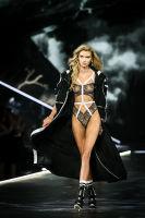2018 Victoria's Secret Fashion Show #188