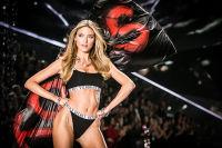 2018 Victoria's Secret Fashion Show #217