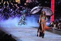 2011 Victoria's Secret Fashion Show Looks #17