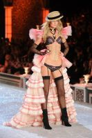 2011 Victoria's Secret Fashion Show Looks #21