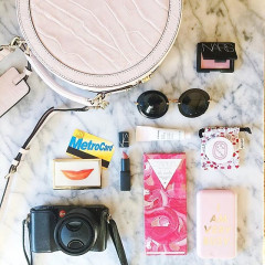 10 Things Every Fashion Girl Should Have In Her Bag