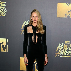 Best Dressed Guests: Stars Black Out The MTV Movie Awards Red Carpet