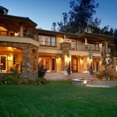 Kris Jenner's TV Home Hits The Market For $9 Million