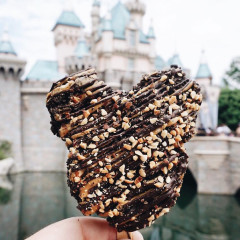 10 Foods You Can Only Find At Disney Theme Parks