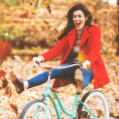5 Ways To Embrace Being Single In The Fall