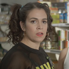 Broad City Is Auctioning Off Drew Barrymore's ACTUAL Suitcase