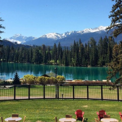 Inside The Stunning Canadian Lodge Where Meghan & Harry Are Honeymooning!