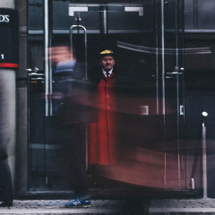 How Much Should You Tip Your Doorman For The Holidays?