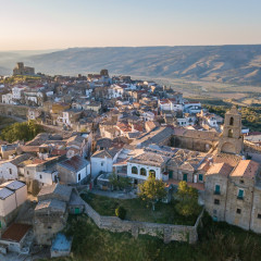 PSA: You Can Get Paid To Vacation In The Italian Countryside This Summer