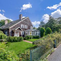 Inside Accessories Legend Judith Leiber's $4 Million East Hampton Home
