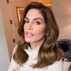Cindy Crawford Is The Type Of Woman You Want To Meet In The Ladies' Room