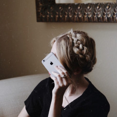 Ask A Health Coach: How Can I Put My Phone Down & Actually Be Productive?